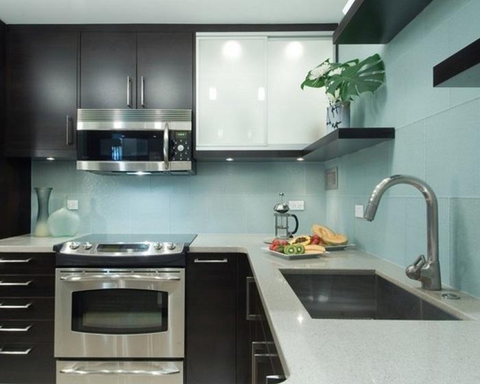 Металик с ментов оттенък изглежда доста дружелюбен, особено в модерна кухня.