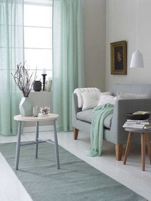 Лек ментов нюанс ще изпълни стаята с лека романтика и проветривост.