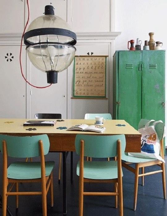 Даже в строгом кабинете мятный цвет подарит тепло и свежесть.