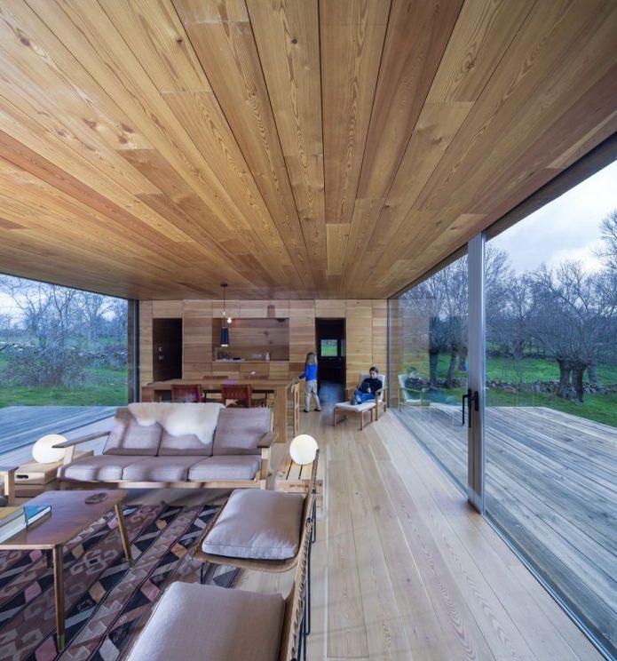 Interiør i et moderne hus med flatt tak