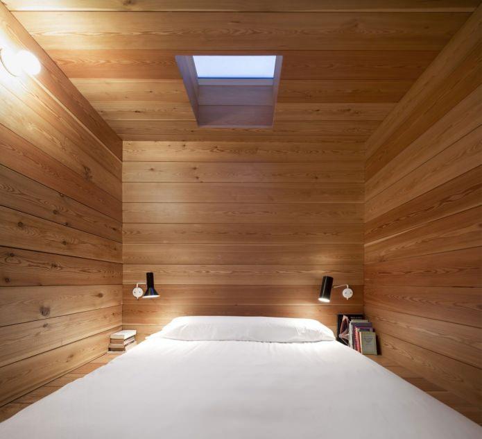 soverom i interiøret i et moderne hus med flatt tak