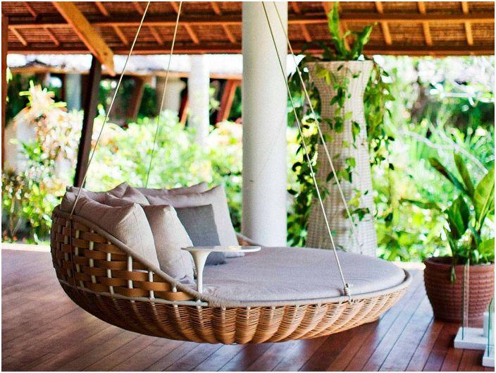 Łóżko, które po prostu unosi się w powietrzu, jest inspirujące i stanowi doskonały dodatek do ogólnego otoczenia.