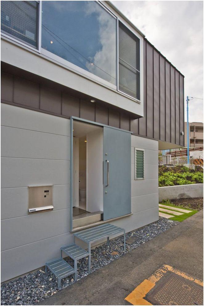 Niezwykły długi, wąski dom w Japonii