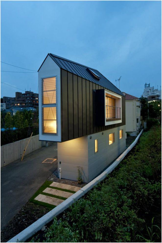 dwupiętrowy wąski dom