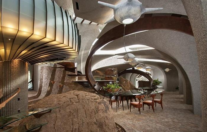 Staggering Residence е сюрреалистична вила насред пустинята.