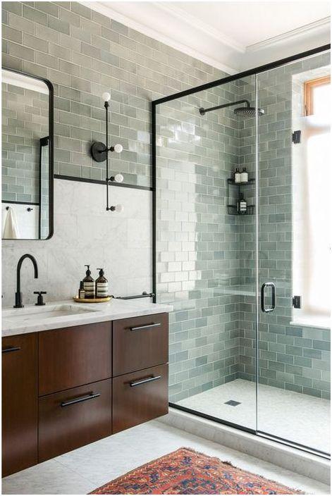 Carreaux gris dans le revêtement de douche
