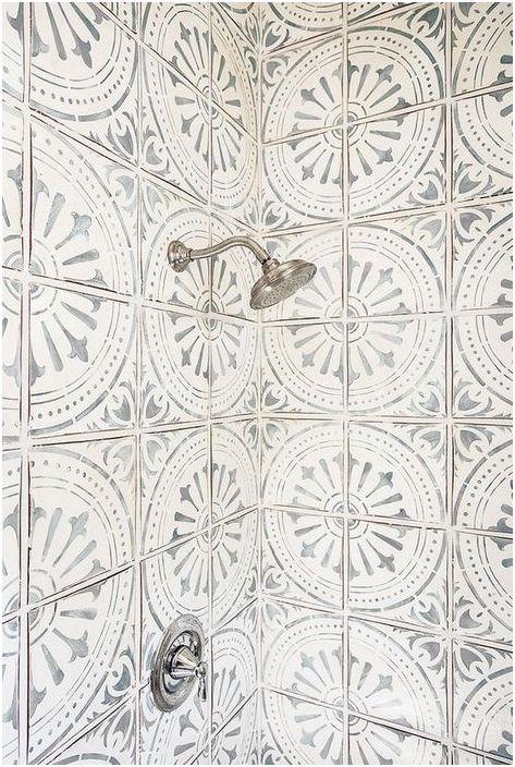 Carrelage blanc avec un motif