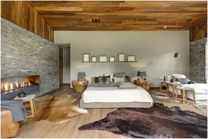 интериор на спалнята с декоративен камък