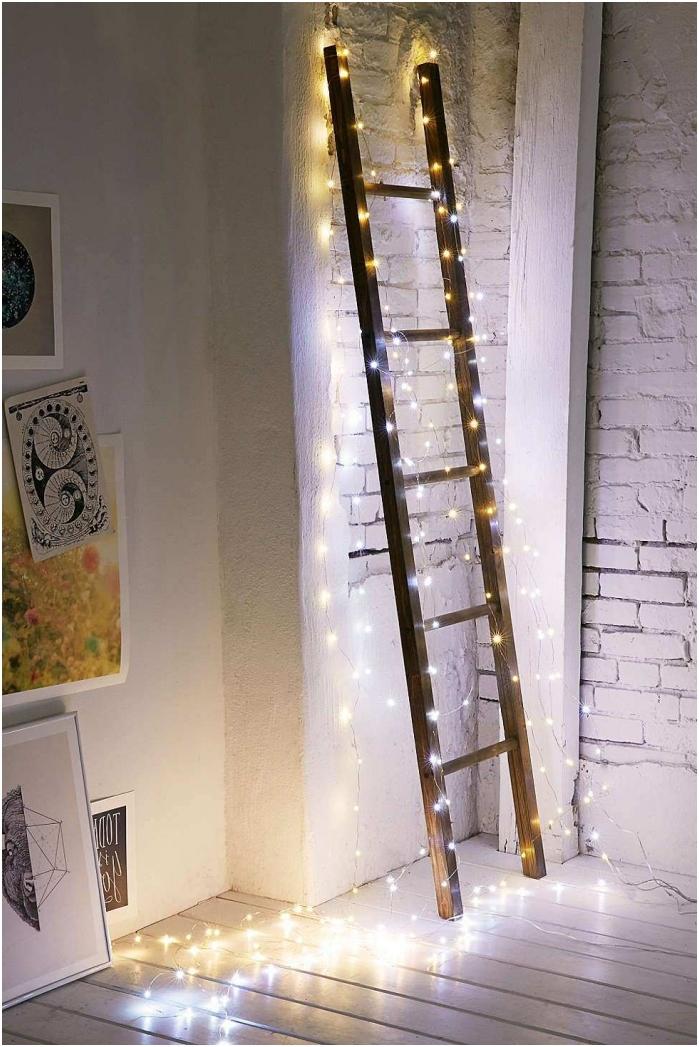 Dekorowanie schodów girlandą