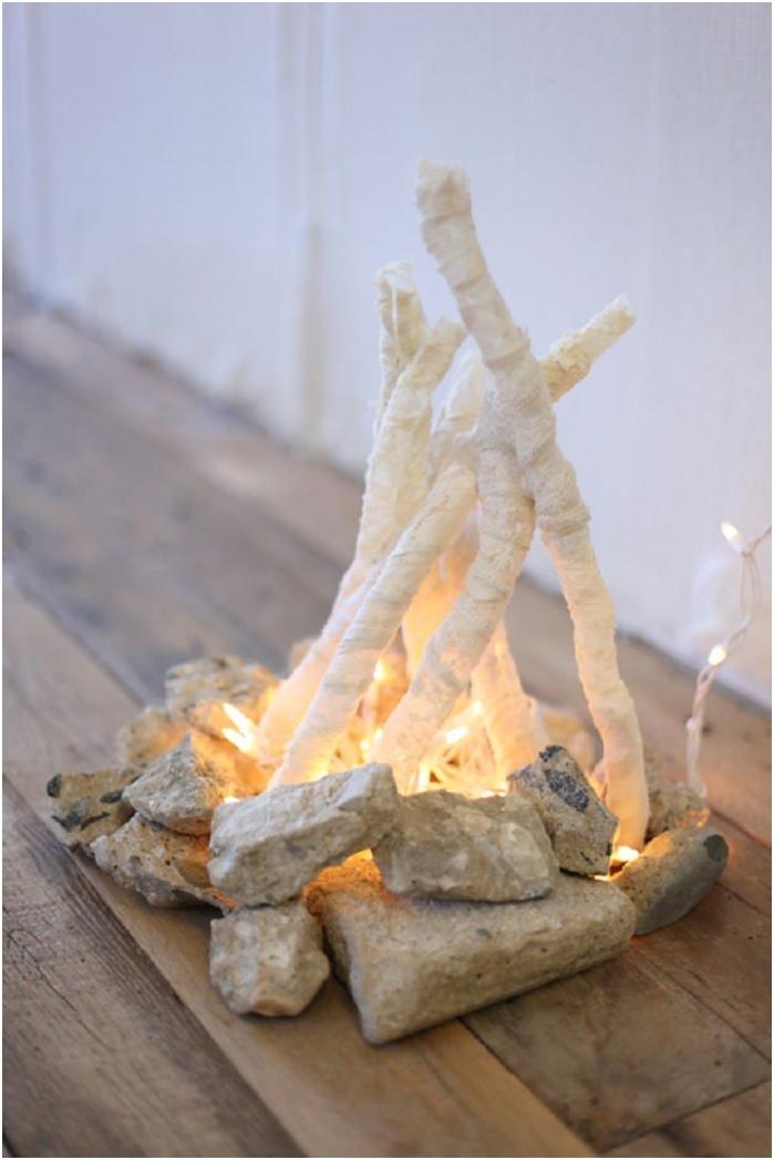 Симулиращ огън с гирлянда