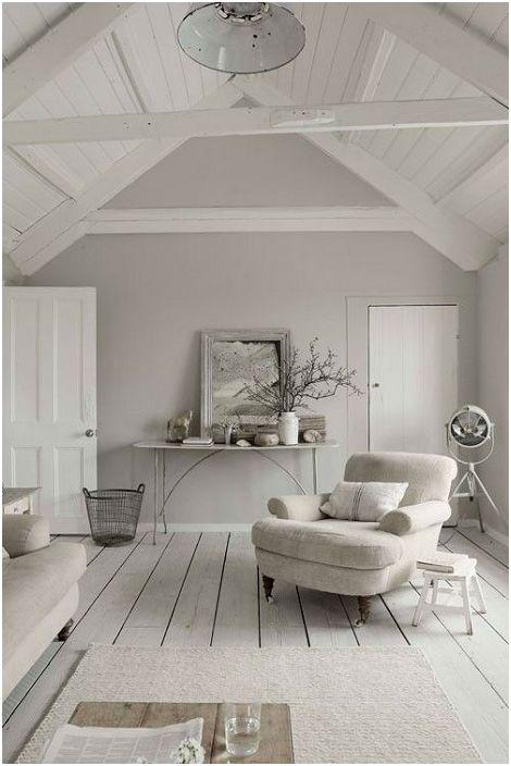 A legjobb megoldás egy szoba díszítésére a tetőtér alatt szürke színben.