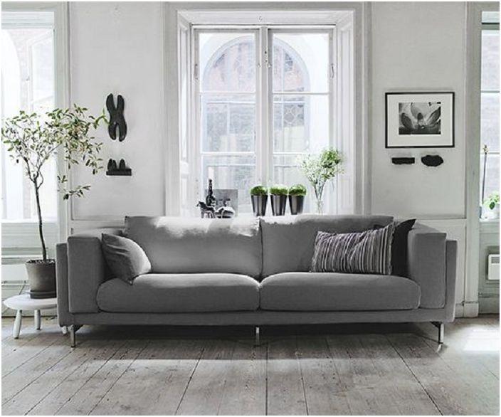 A szürke kanapé hangsúlyozza ezt a belső teret és mi igazán tetszik.