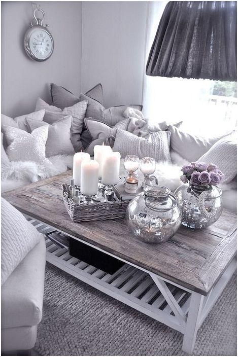 Szép és barátságos romantikus hangulat a szobában kellemes szürke árnyalatokban.