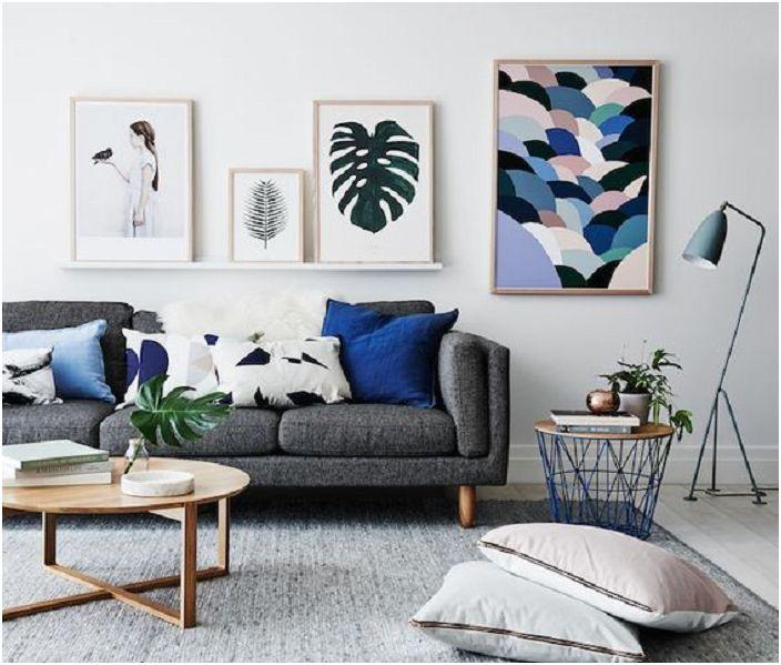 Nagyon vonzó nappali kialakítás szürke árnyalatban, kékkel kiegészítve.