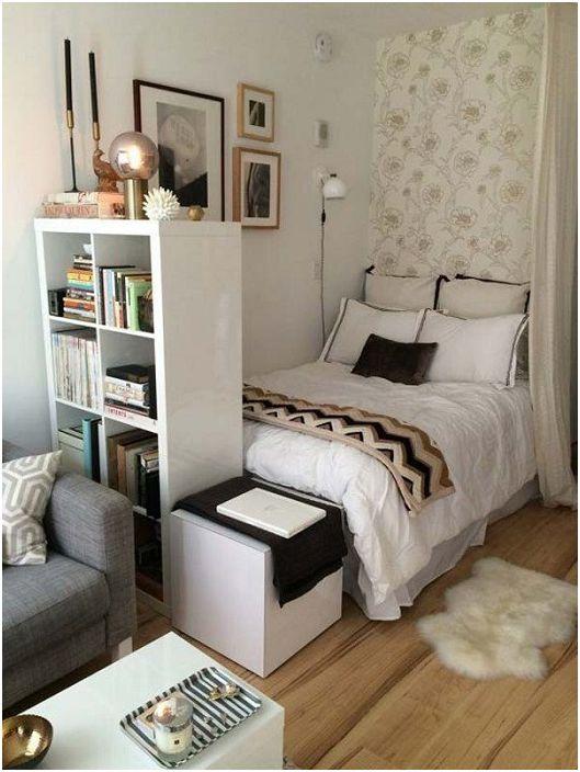 Ефективният релакс в спалнята може да се комбинира с четене на любимата ви книга.