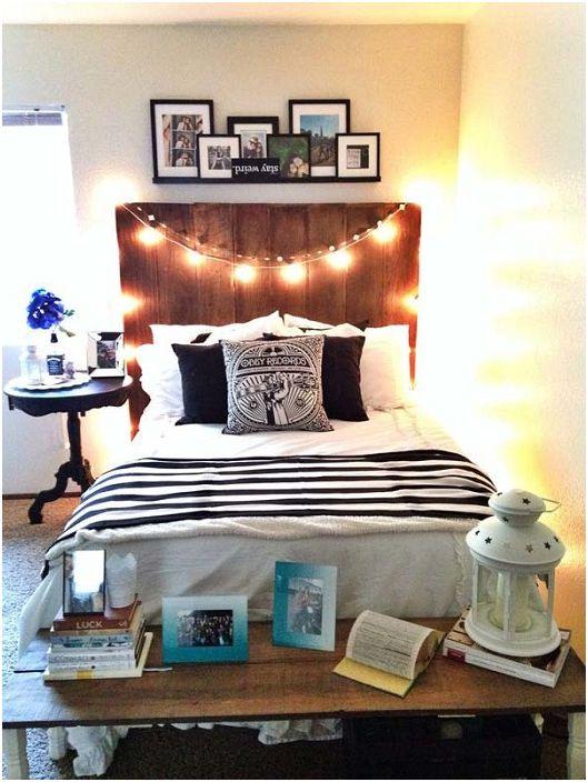 Подножието на леглото е украсено с маса, на която можете да поставите малки детайли от интериора.