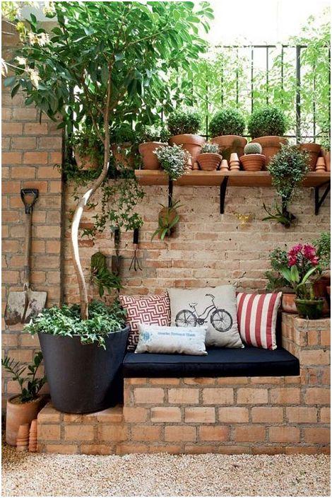 Възможно е да се създаде уютен кът за сядане, като се използват най-често срещаните тухли.