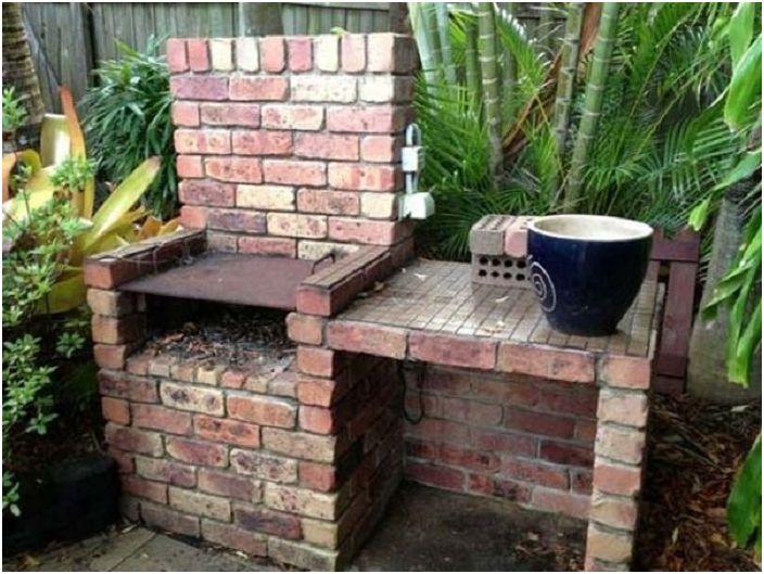 Отлична възможност да създадете място за барбекю с тухли, със собствените си ръце.
