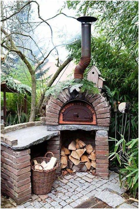 Чудесен вариант е тухлена печка в двора на любимия ви дом.