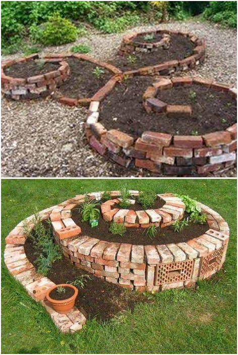 Парцел за засаждане на растения в тухлена спирала, красива комбинация.