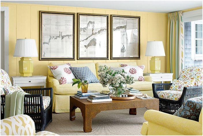 Гостиная в лимонных тонах, добавляющих теплых чувств в декор такого типа гостиной.