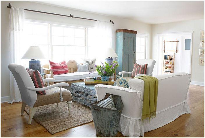 Гостиная в успокаивающей цветовой гамме, которая позволяет создать не только хорошее настроение, но и оптимизировать пространство.