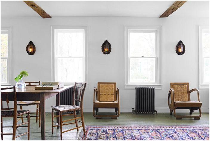 Przytulna atmosfera w salonie z perskim dywanem.