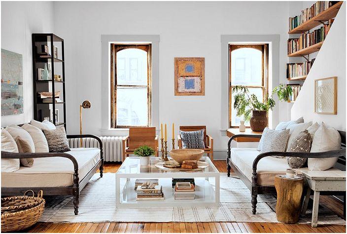 Очаровательная светлая комната с притягательной мебелью, которая вдохновляет и завораживает.