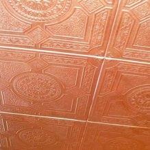 Пяна плочки за тавана: плюсове и минуси, етапи на залепване-5