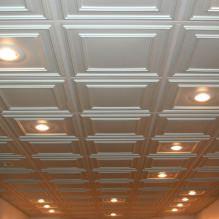 Пяна плочки за тавана: плюсове и минуси, етапи на залепване-9