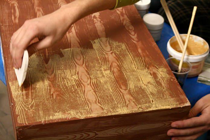 дървен сандък със собствените си ръце