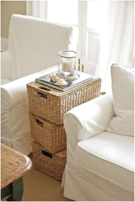 Стилна маса, изработена от кошници