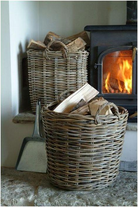 Дърва за огрев в плетени кошници