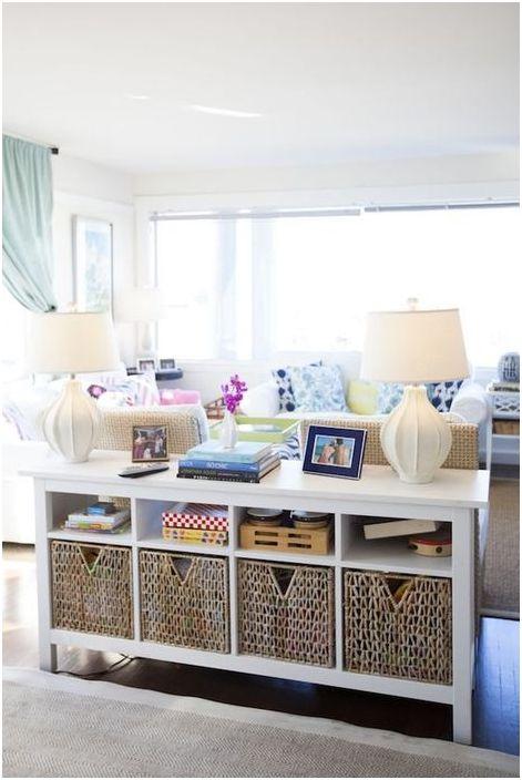 Плетени кошници в интериора на хола