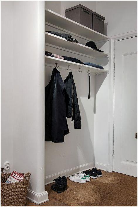 Съхранение на дрехи в коридора