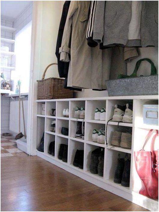 Съхраняване на обувки в коридора
