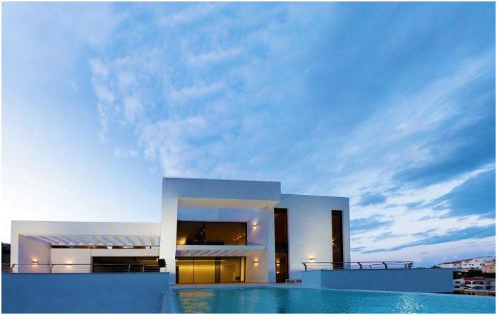 Перлата на Средиземноморието от архитекта Карлос Гиларди.