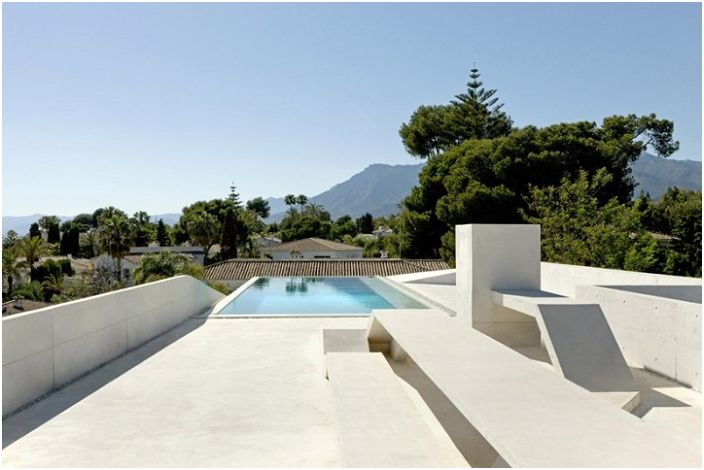 Современный особняк в Марбелье, Испания.