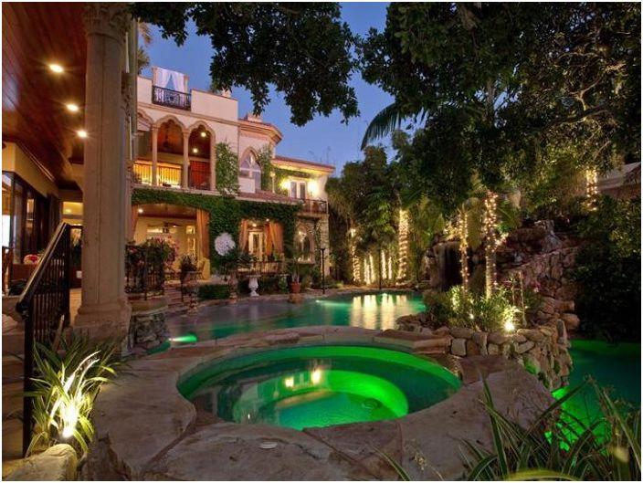 Средиземноморско модерно имение в мавритански стил, САЩ.
