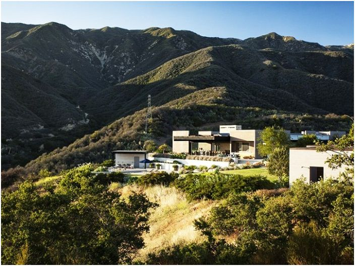 Модерно имение в Калифорния.
