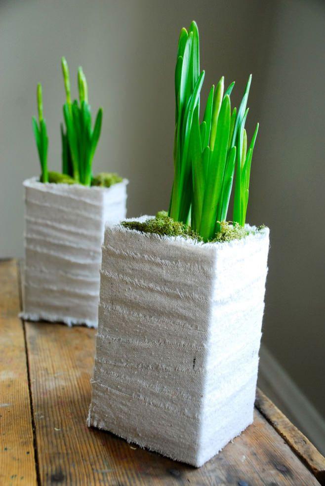 цвете в саксия с хартия