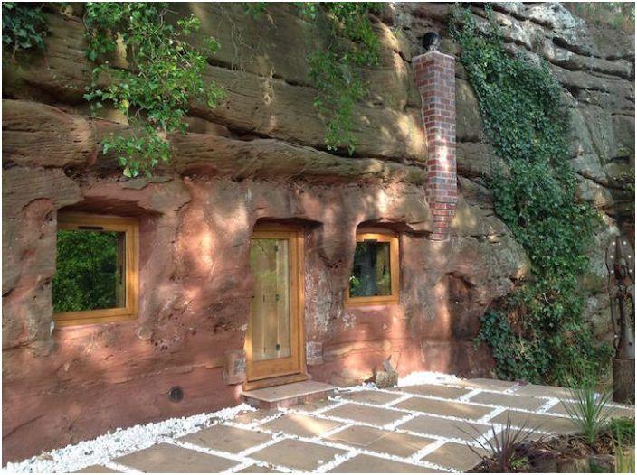 Дом, построенный в 700-летней пещере.