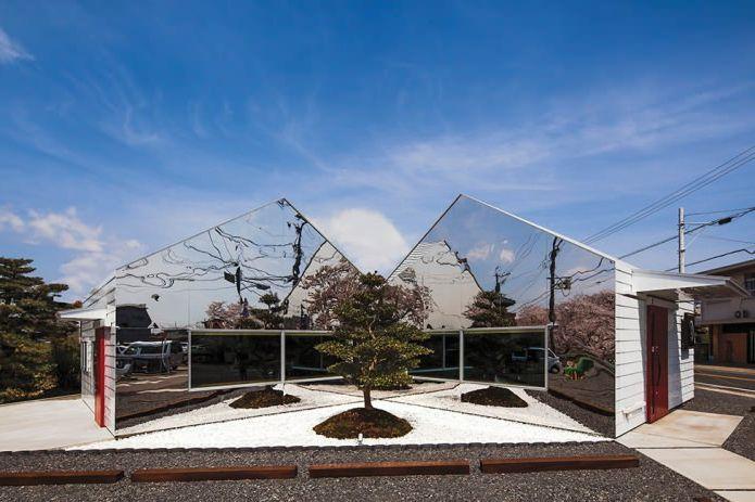 огледална фасада на сградата