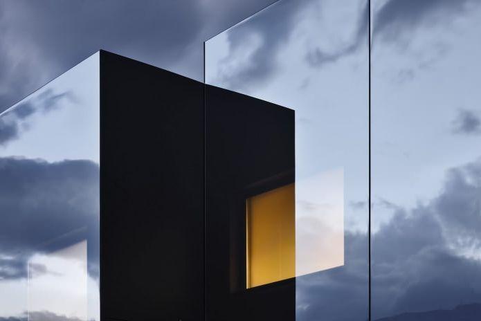 зеркальное здание