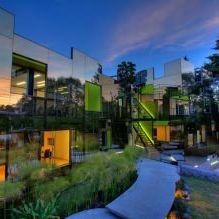 Раствориться в ландшафте: 8 зданий с зеркальными фасадами-3