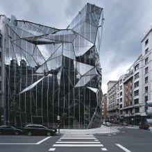 Раствориться в ландшафте: 8 зданий с зеркальными фасадами-9