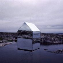 Раствориться в ландшафте: 8 зданий с зеркальными фасадами-12
