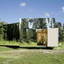 Раствориться в ландшафте: 8 зданий с зеркальными фасадами-17