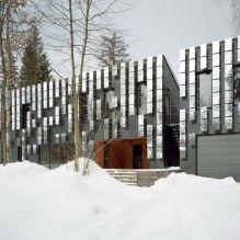 Раствориться в ландшафте: 8 зданий с зеркальными фасадами-18
