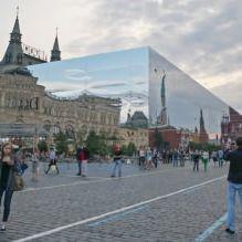 Раствориться в ландшафте: 8 зданий с зеркальными фасадами-2